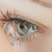 Fique atento, o uso de lentes de contato exige uma série de cuidados