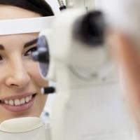 Junho Violeta: campanha alerta sobre os riscos de coçar os olhos