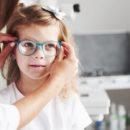 Como perceber se as crianças estão com dificuldade para enxergar?