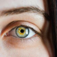 Olho tremendo: O que pode ser e como cuidar?