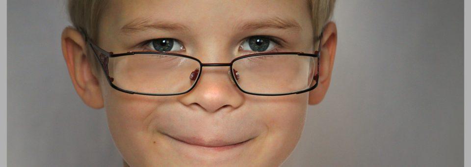 Cerca de 20% das crianças em idade escolar têm problemas oculares